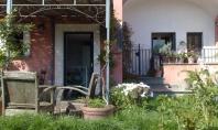 Sorrento, Loc. Priora, vendesi appartamento con ingresso indipendente e spazi esterni
