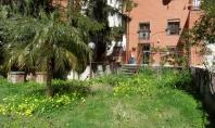Vico Equense, Loc. Seiano, in parco con piscina, villetta a schiera su due livelli di 130 mq