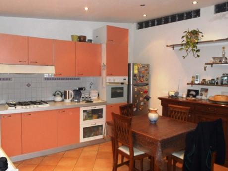 PIANO DI SORRENTO, loc. San Liborio, vendesi appartamento su due livelli con giardino