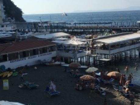 SORRENTO, Marina Grande, vendesi caratteristici appartamenti sul mare