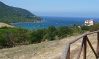 CILENTO, Agropoli, Loc. TRENTOVA, vendesi panoramico intero fondo con vecchia casa e spiaggia privata