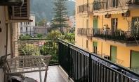 SORRENTO, centrale, in parco, vendesi rifinito appartamento