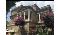 SORRENTO, centro storico, vendesi prestigioso appartamento con giardino