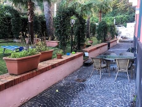 VICO EQUENSE, nel caratteristico borgo di Marina d'Equa, vendesi rifinita soluzione semi-indipendente