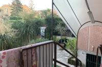 PIANO DI SORRENTO, centralissimo, in parco, contesto signorile vendesi appartamento con giardino e box auto