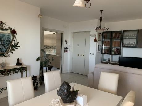 VICO EQUENSE, centrale, vendesi appartamento con ampi spazi esterni, box auto e cantina